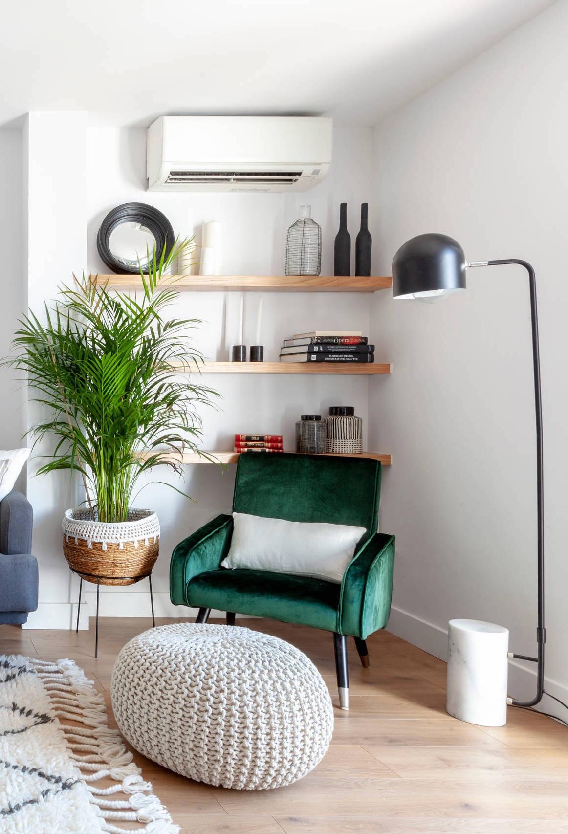 Seguindo a linha mais artesanal, você pode fazer um puff de crochê ou tricô para colocar na sala de estar.