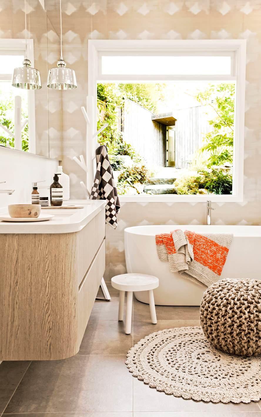 O puff é uma peça muito versátil na decoração e pode ser colocado em qualquer ambiente da casa, até no banheiro.