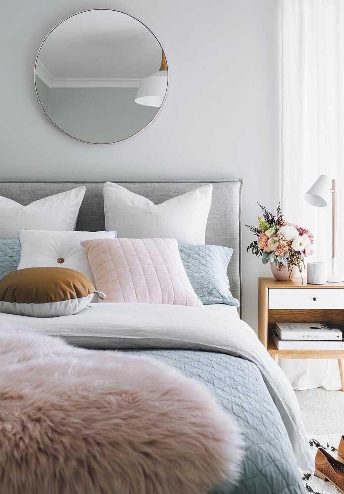 Que tal fazer uma decoração mais feminina preparando um quarto rosa e cinza?