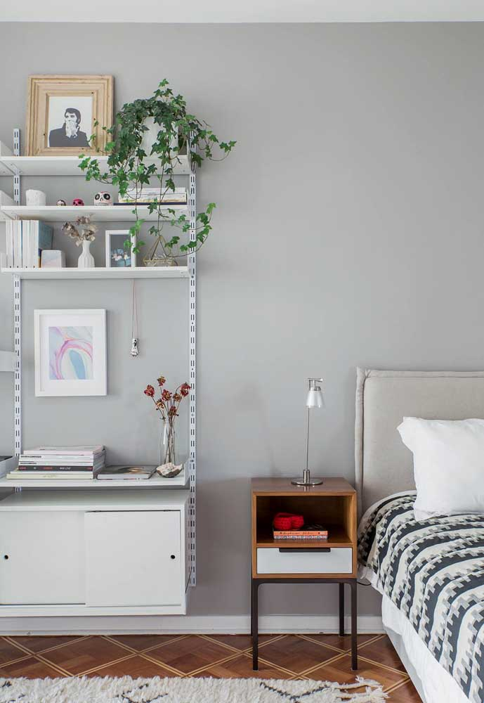Se você deseja ter um ambiente mais tranquilo na hora de dormir, opte pela cor cinza.