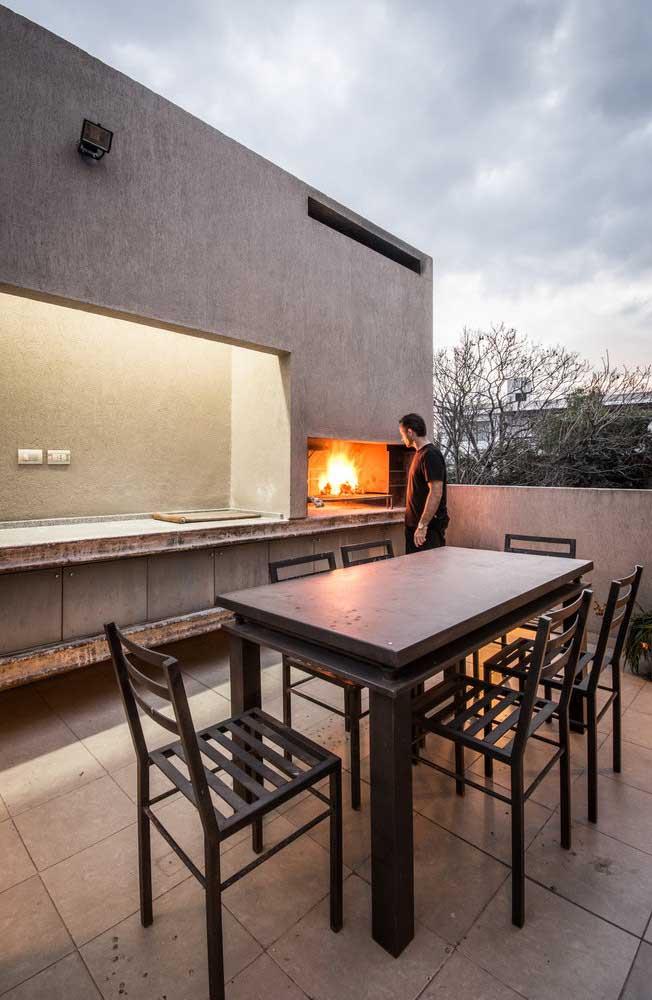 O cimento queimado é perfeito para o revestimento de churrasqueiras de ambientes modernos