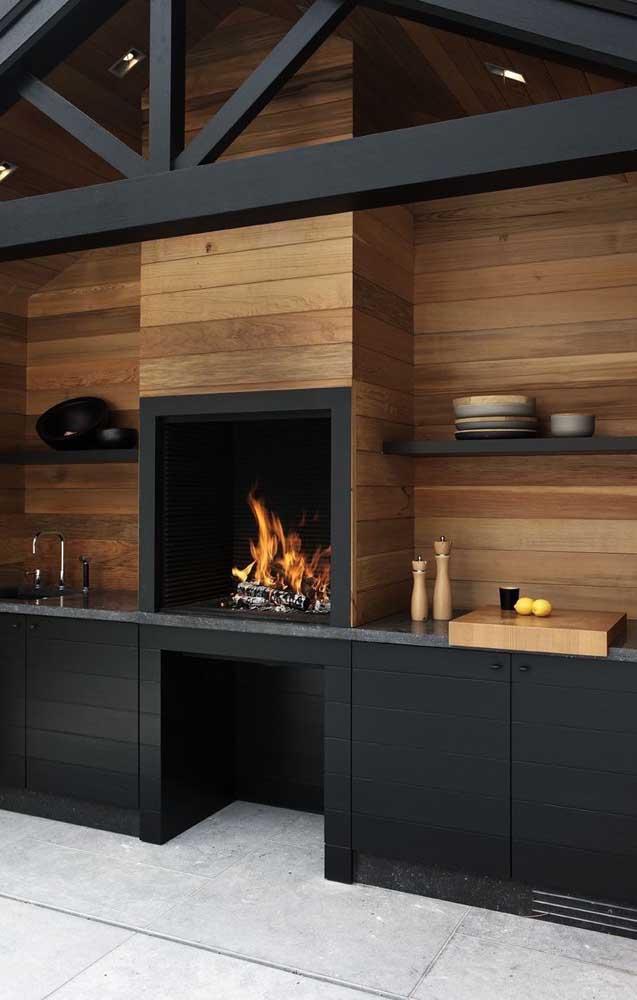 Churrasqueira revestida com painéis de madeira: ambiente elegante e convidativo