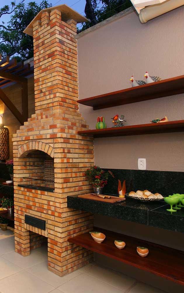 O modelo mais escolhido de revestimento para churrasqueiras é o tijolinho