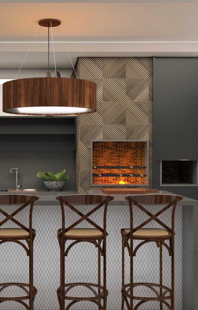 O destaque desse ambiente vai para o revestimento da churrasqueira que deixou local mais moderno e original