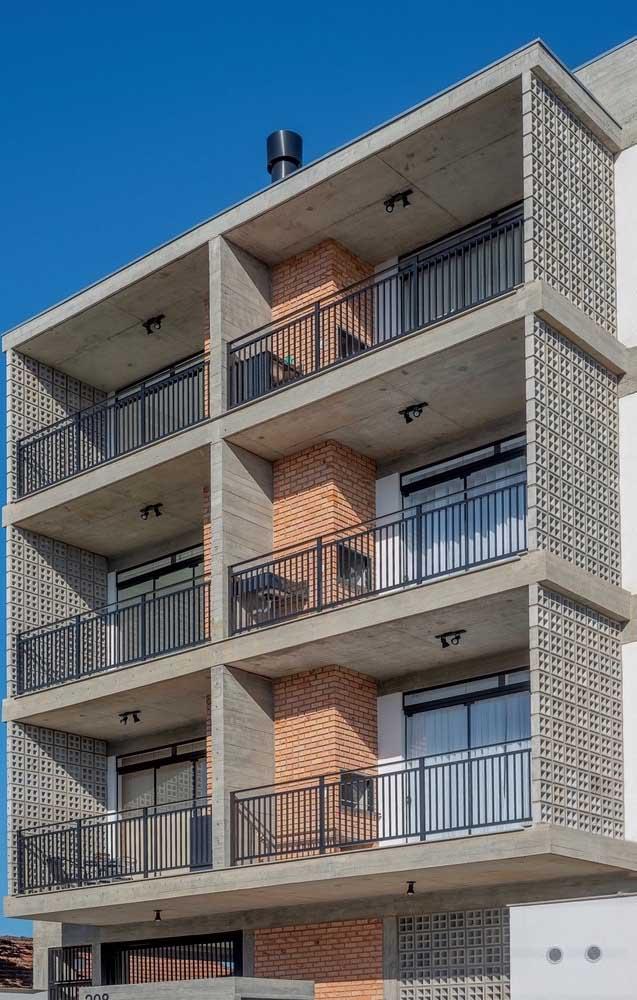 As varandas desse prédio contaram com churrasqueiras revestidas com tijolinho, seguindo todas o mesmo padrão visual