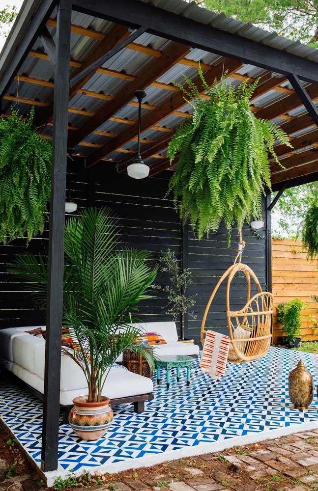 Aquele cantinho no quintal da casa pode ficar ainda mais incrível com a presença verde das samambaias