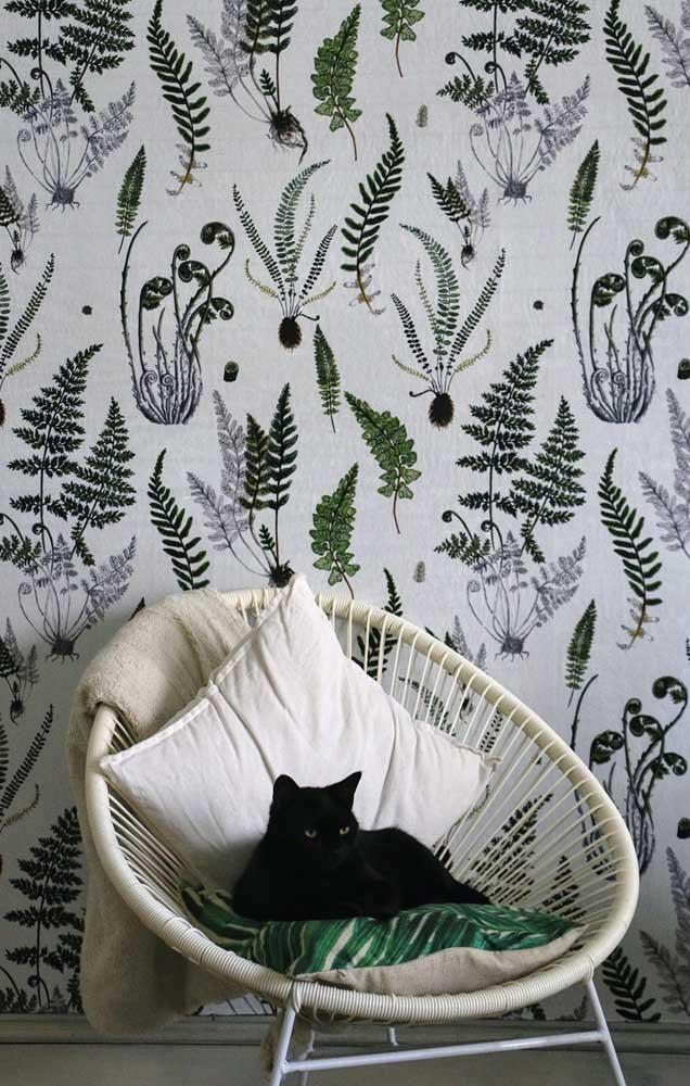 E o que acha de um papel de parede com estampa de samambaia? Uma opção à planta natural