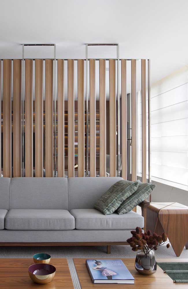 Pura elegância e estilo esse sofá moderno cinza de três lugares