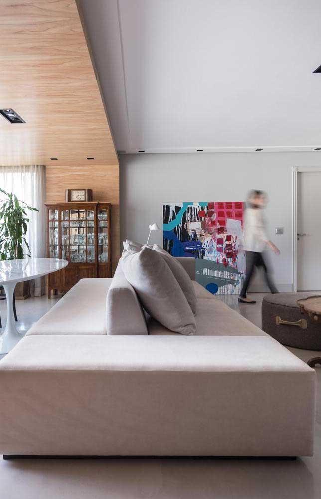 Muito legal essa opção de sofá com assento virado para os dois lados do ambiente integrado