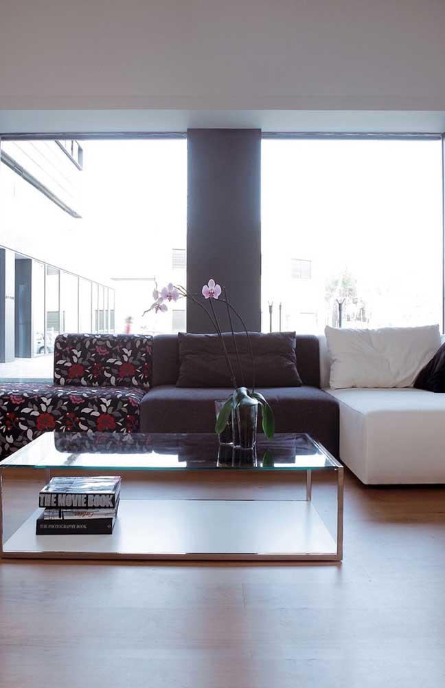 Interessante essa proposta de sofá aqui: para cada lugar foi usado um tipo de tecido diferente