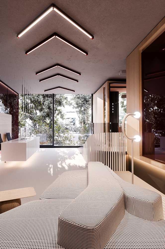 Sofá amplo e espaçoso para a sala de estilo moderno
