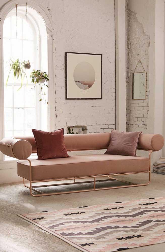 Modelo de sofá moderno com cor suave, mas de design arrojado