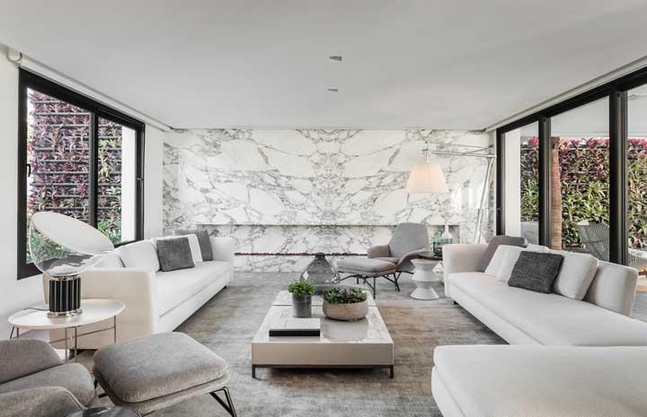Sofá moderno branco: o modelo ideal para salas elegantes e sofisticadas