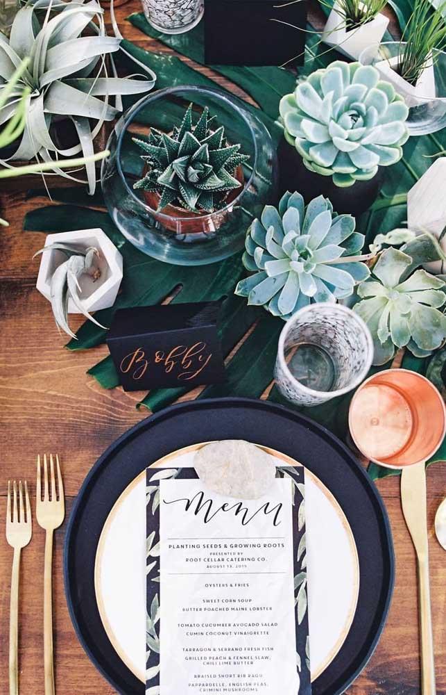As mini suculentas são perfeitas para fazer uma linda decoração no centro de mesa.