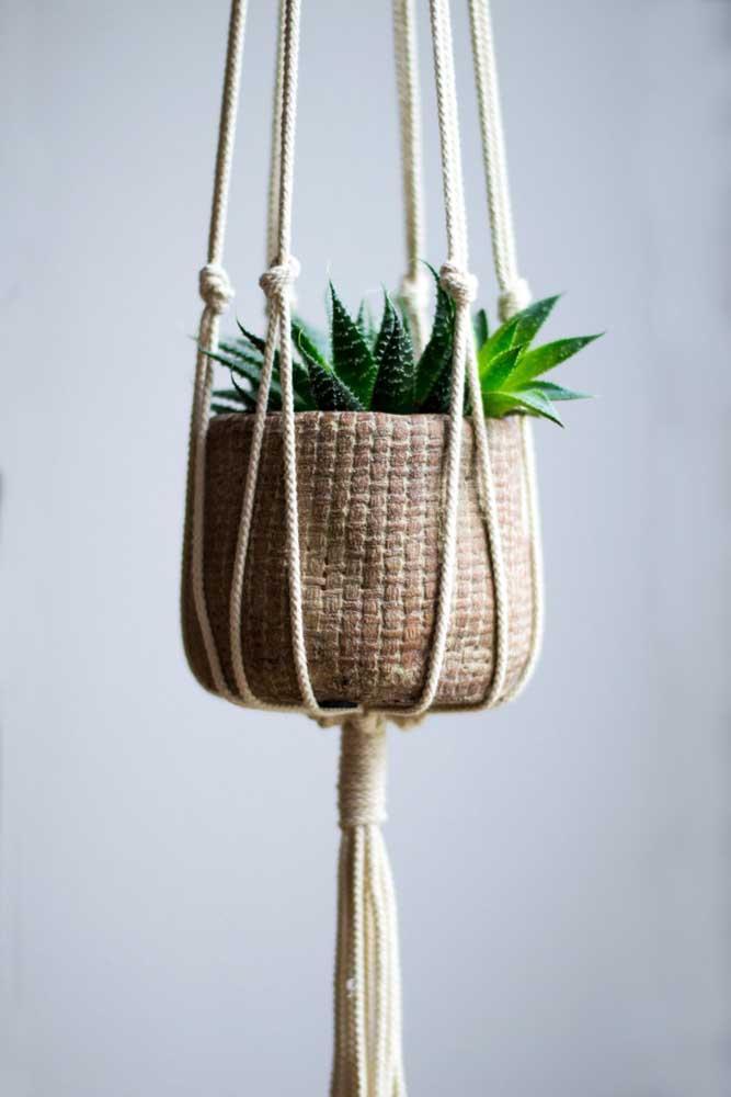 Mais um modelo de vaso que é perfeito para colocar as suculentas pendentes.