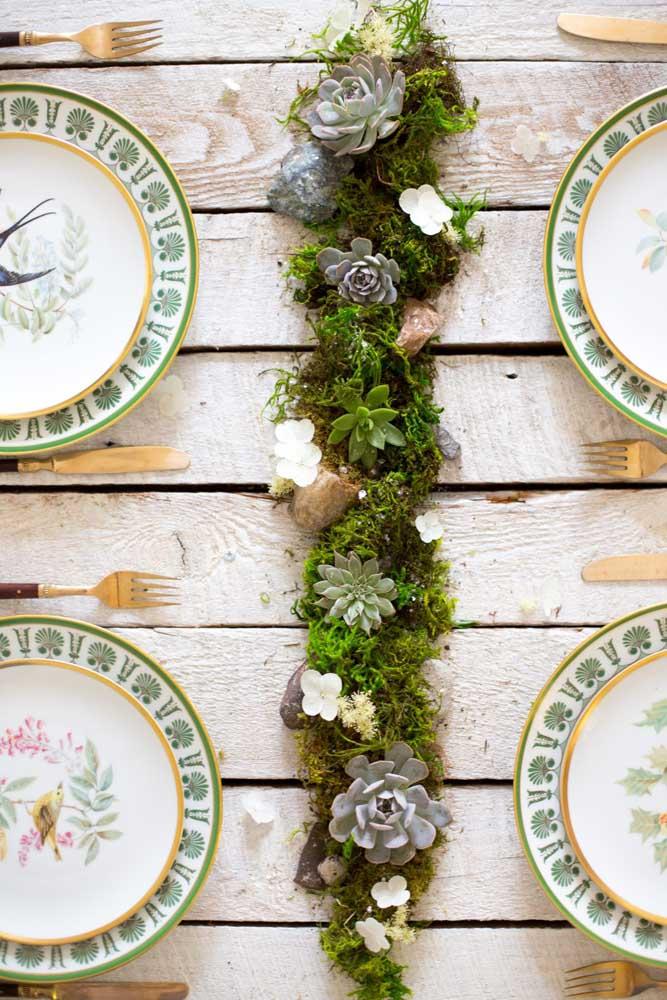 As mini suculentas são perfeitas para colocar no arranjo que vai no centro de mesa das festas.