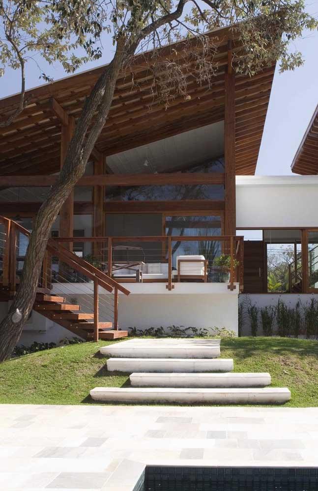 Linda inspiração de casa com telhado colonial meia água