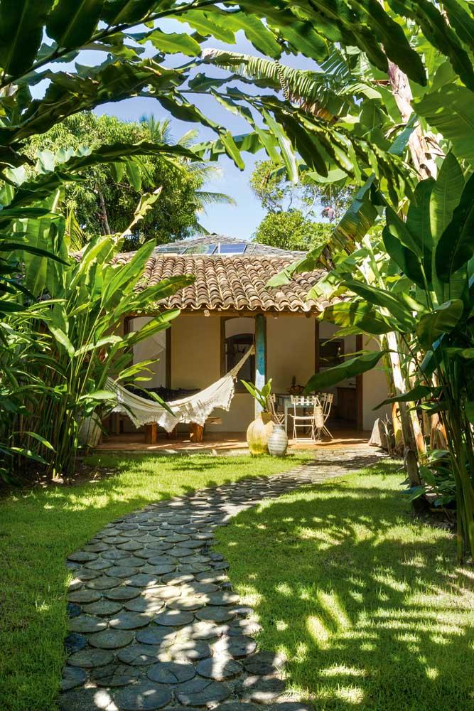 Varandas ficam perfeitas com telhados coloniais, seja com telhas de cerâmica ou PVC