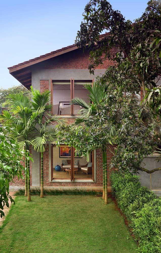 O estilo da casa casou perfeitamente com a escolha do telhado colonial