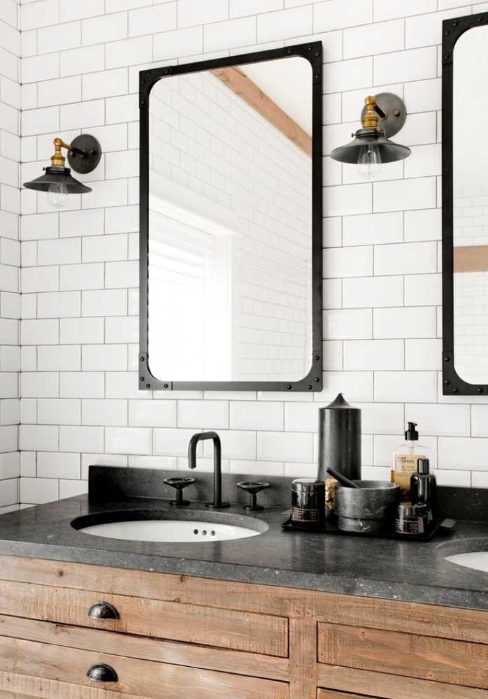 O granito preto reforça o conceito de modernidade e elegância dos ambientes