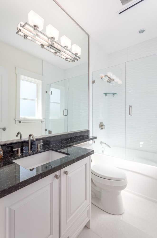 Em ambientes brancos, o granito preto é um luxo!