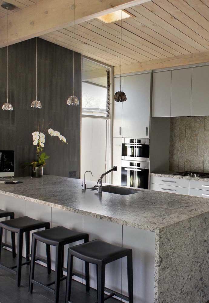 Cozinha elegante e sofisticada com granito cinza, sim é possível!