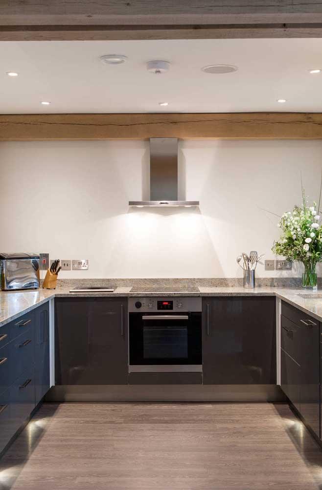 O granito possui todas as características necessárias para compor o projeto da sua cozinha: bonito, durável, resistente e fácil de limpar