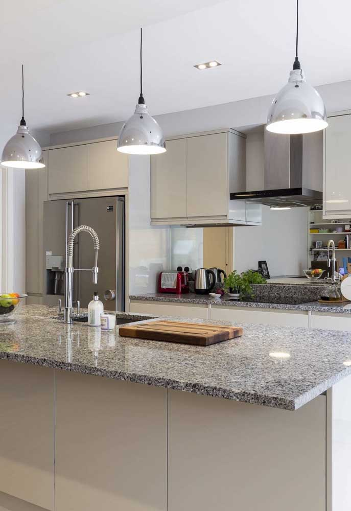 Com o granito cinza você economiza um bom dinheiro e ainda se orgulha de ter uma cozinha linda