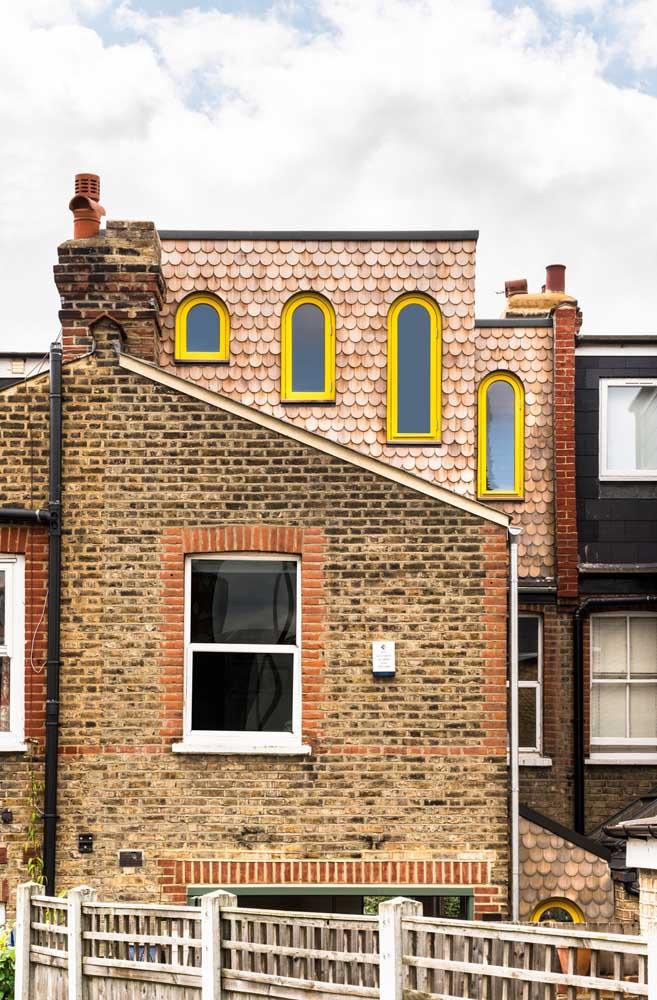 Olha como a cor amarela fica linda em alguns detalhes externos da casa.