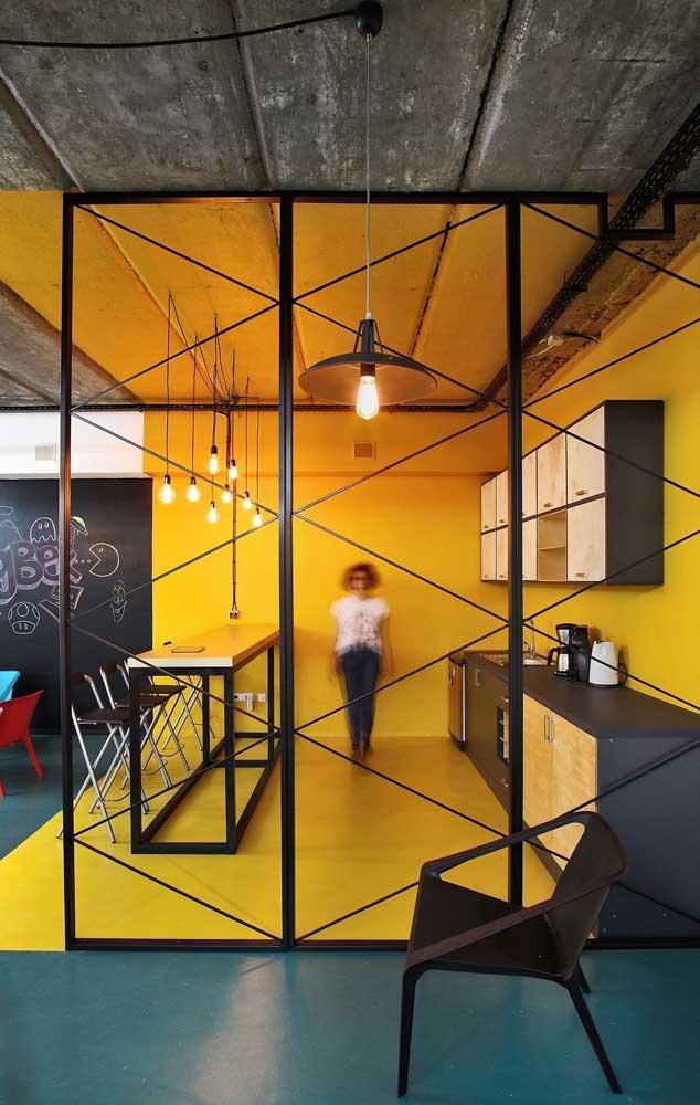 A cor amarelo ouro é um dos tons de amarelo para parede.