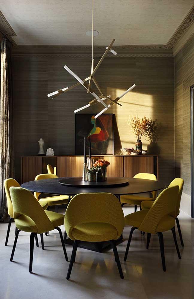 Que tal apostar em móveis na cor amarelo mostarda para decorar a sala amarela?