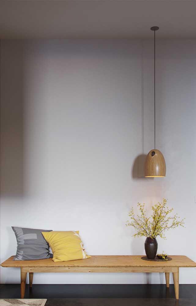 Se você não quer ousar, pode começar a usar alguns elementos decorativos nos tons de amarelo claro.