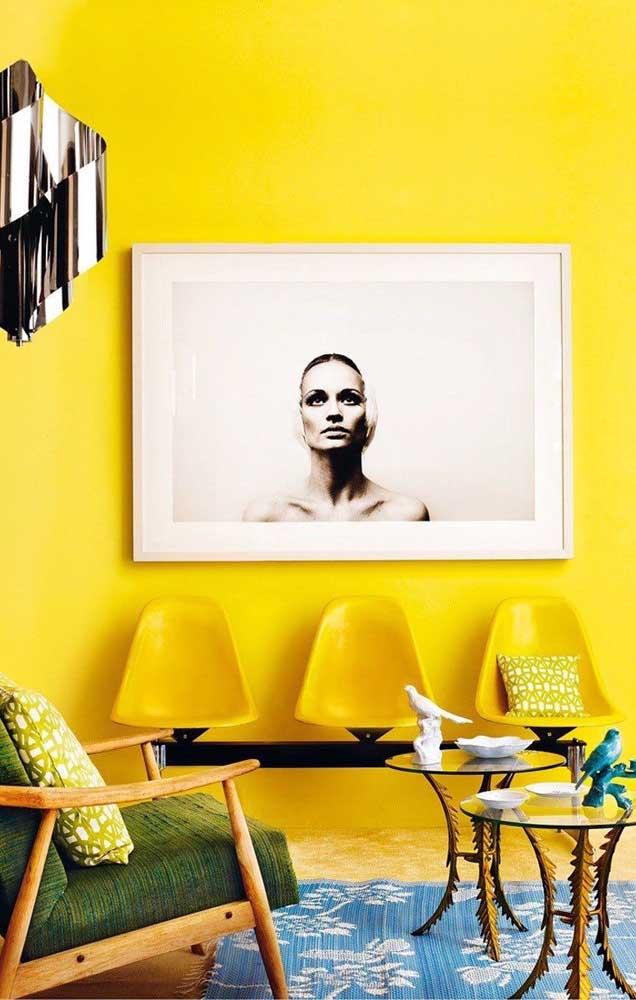 Veja como você pode combinar vários tons de amarelo na parede e na escolha dos móveis.