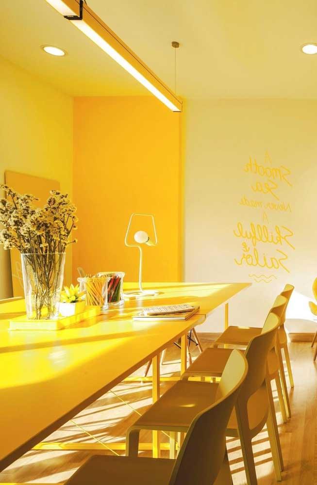 Se você não tem medo de ousar na decoração, aposte no tom de amarelo bem intenso.