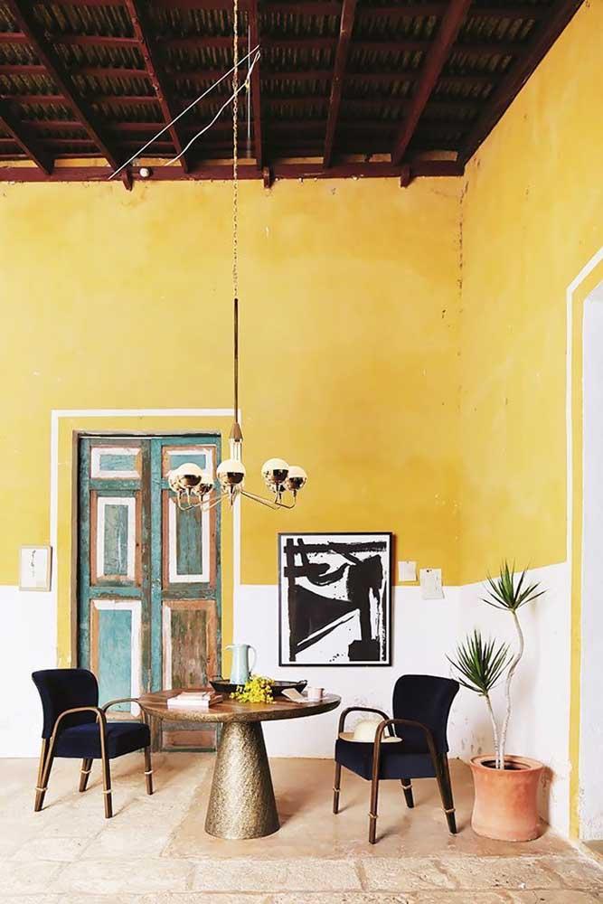 Com um tom de amarelo diferente você consegue deixar o ambiente com uma característica bem antiga.