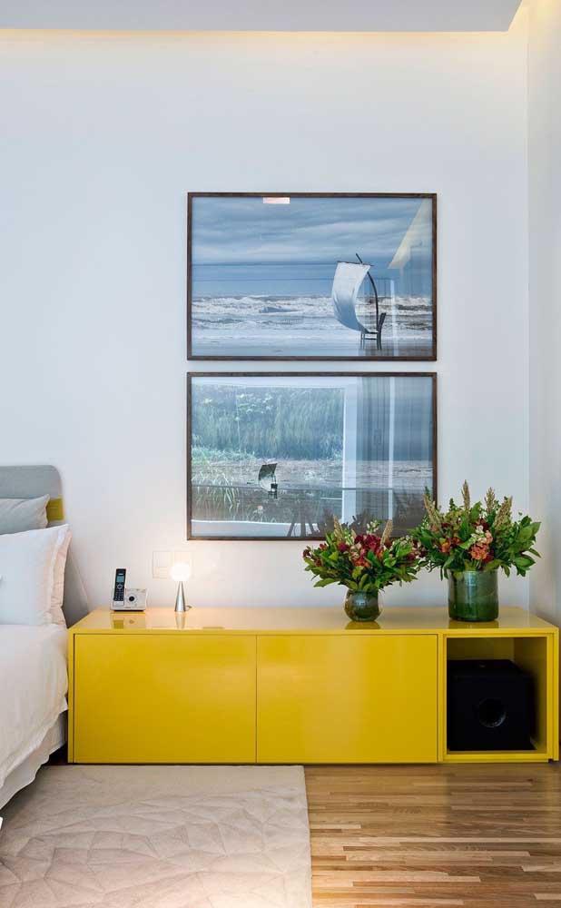 No quarto você pode escolher um móvel na cor amarela para deixar o ambiente mais descontraído.