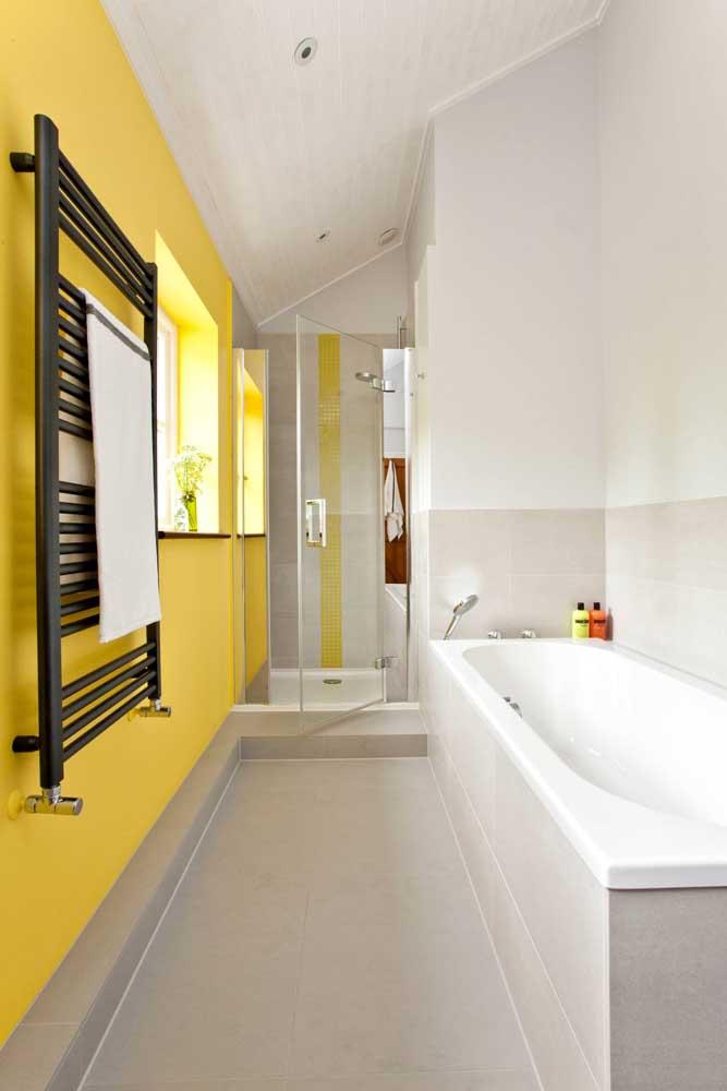 Outra cor que combina muito com os tons de amarelo é a cor preta.