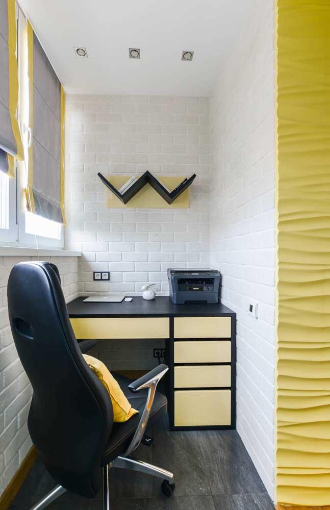 Um escritório decorado com as cores amarelo e preto deixa o ambiente mais moderno.