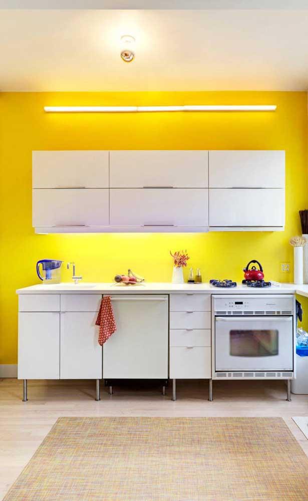 A cor amarela na parede pode ser uma excelente opção para iluminar o ambiente.