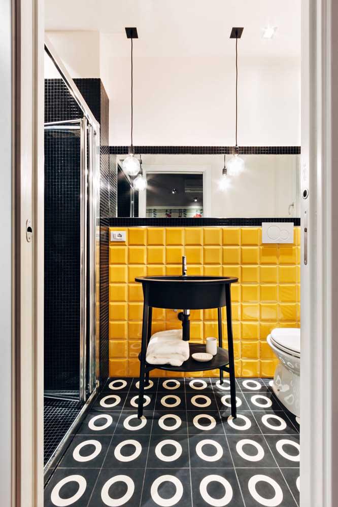 Você pode apenas usar a cor amarela no revestimento da bancada da cozinha.
