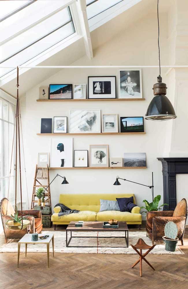 Que tal colocar um sofá na sala no tom mais próximo do amarelo pastel?