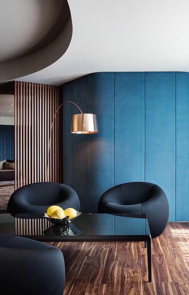 Para trazer mais sofisticação ao ambiente opte por um tom de azul mais fechado e escuro