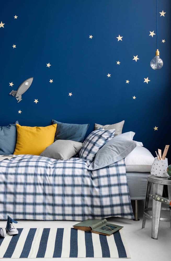 Um quarto infantil feito para descansar e relaxar, todo em tons de azul