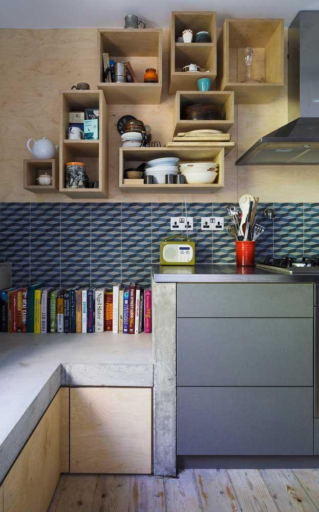 Nessa cozinha, o azul aparece discreto, mas aparece