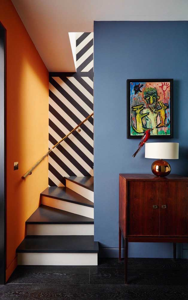 E para os ambientes mais contemporâneos uma ótima saída é combinar o azul com laranja