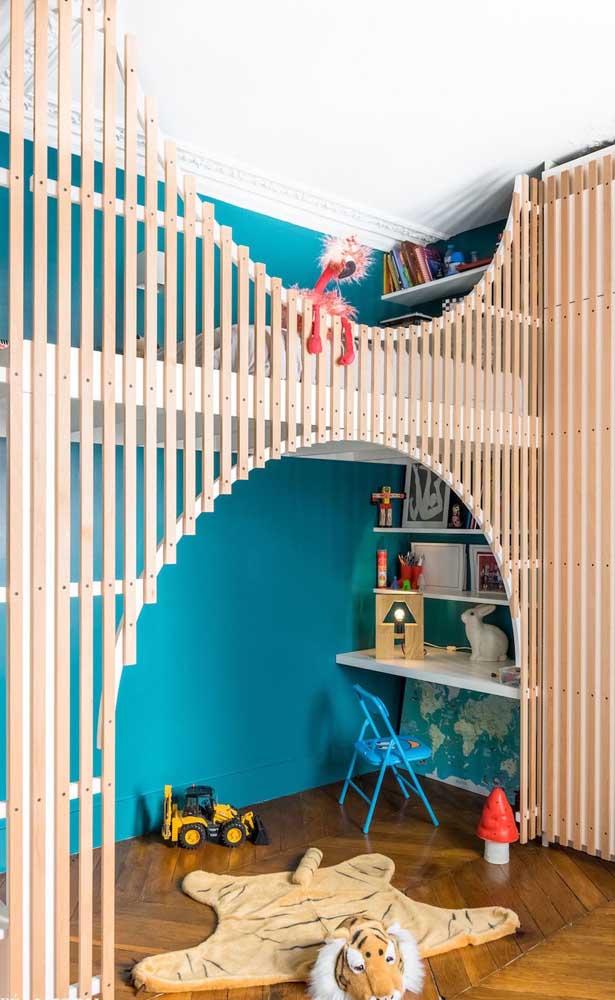 """Para esse quarto infantil, a opção foi por um azul mais """"quente"""""""