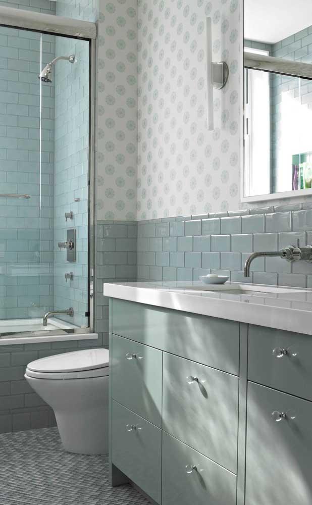 Azul esverdeado para o banheiro pequeno