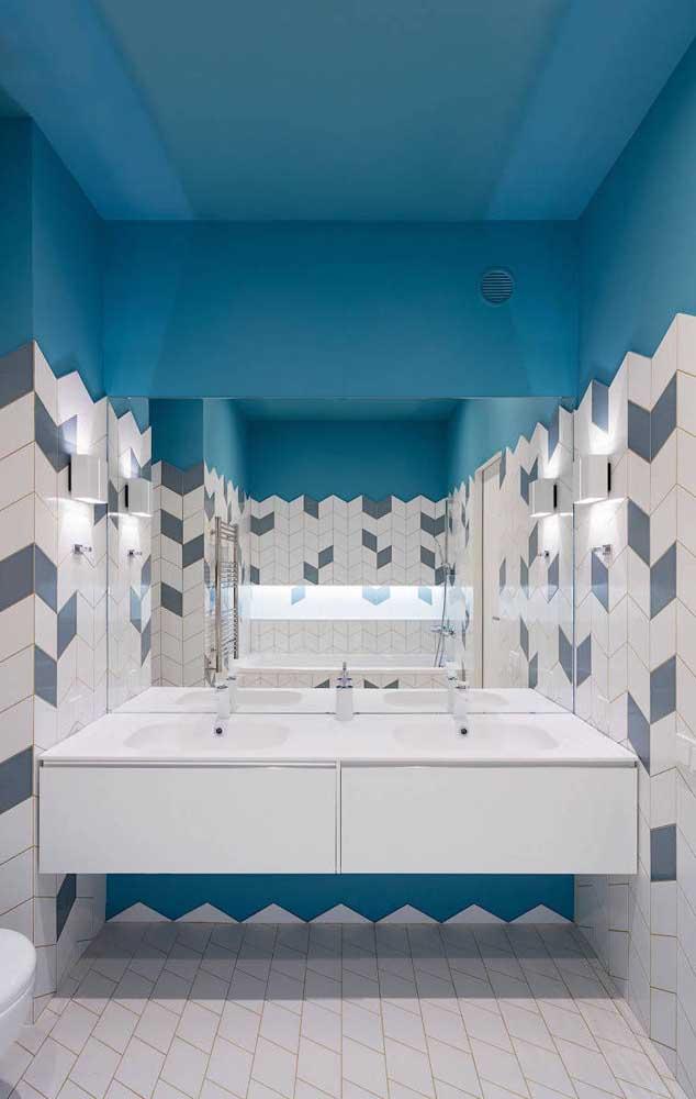 O que acha de pintar as paredes e o teto de azul?