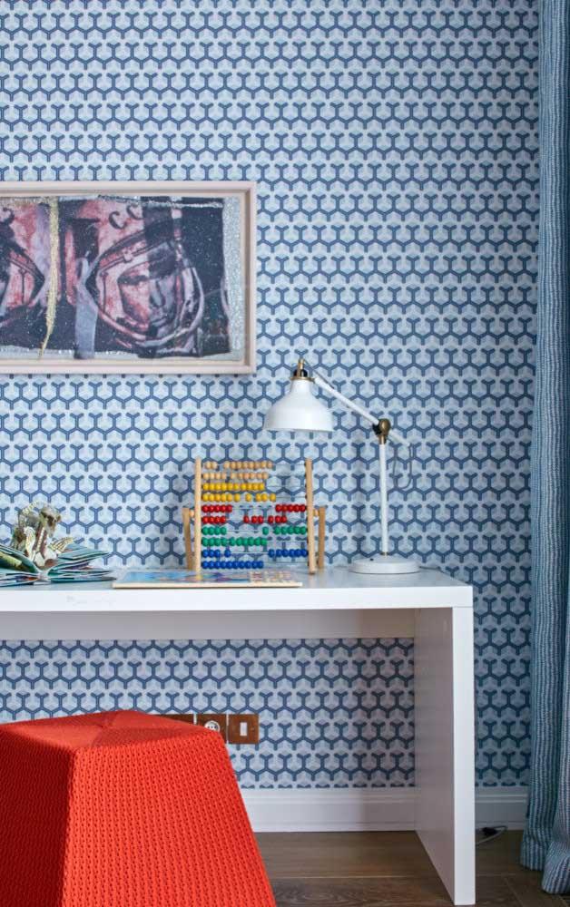 Azul e estampado: a cor entra nesse quarto muito bem acompanhada