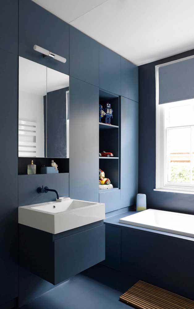 Banheiro muito moderno todo em tom de azul petróleo
